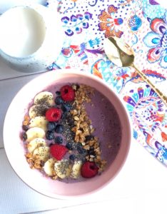 HEALTHY BERRY SMOOTHIE BOWL