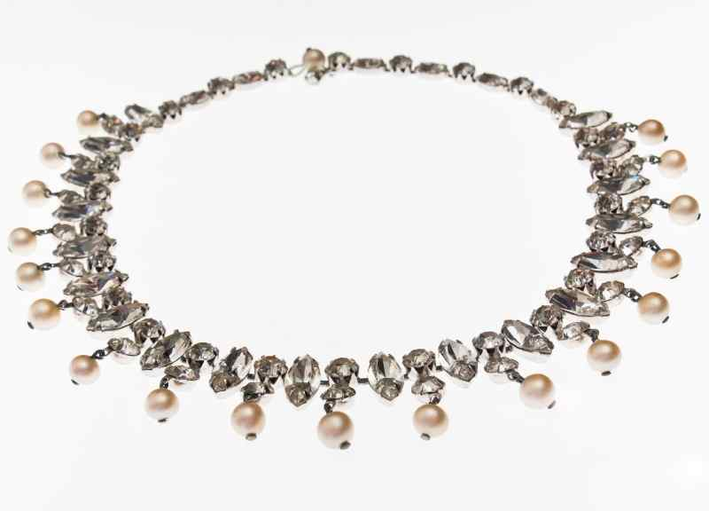 jewelry trends - choker necklace