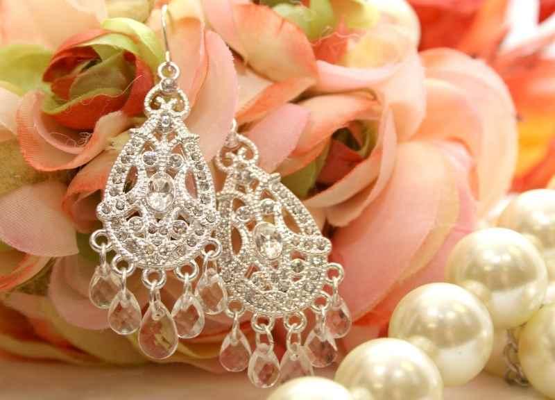 jewelry trends - statement earrings