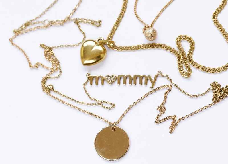jewelry trends - layered necklaces